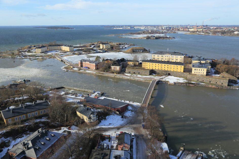 Ilmakuva Suomenlinnan Pikku Mustasaaresta ja Länsi-Mustasaaresta