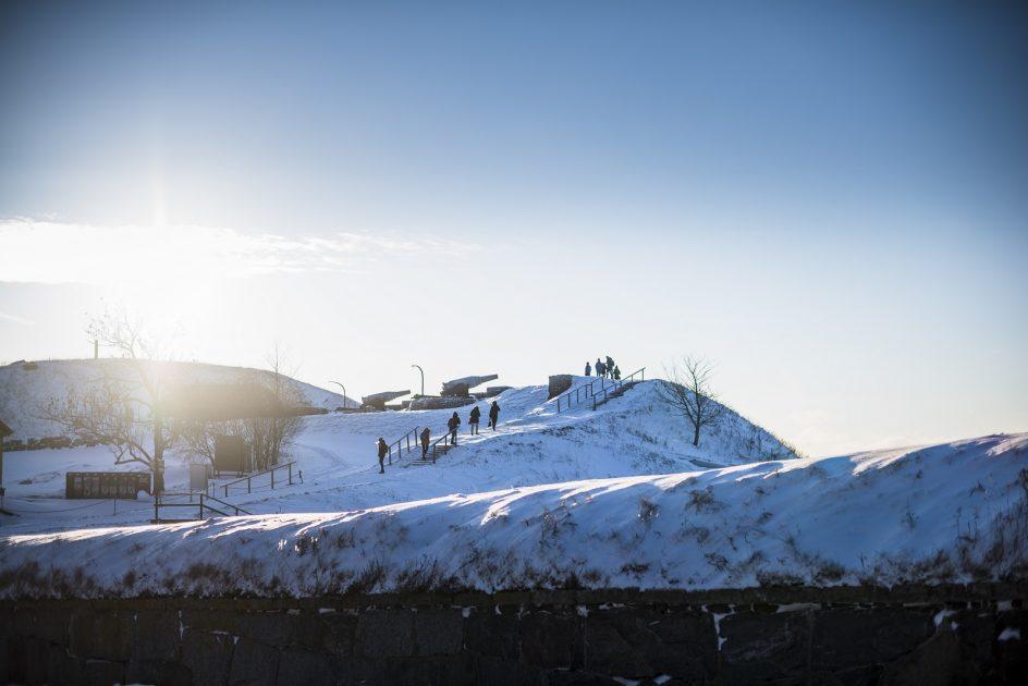 Kävijöitä Kustaanmiekalla talvella 2016.