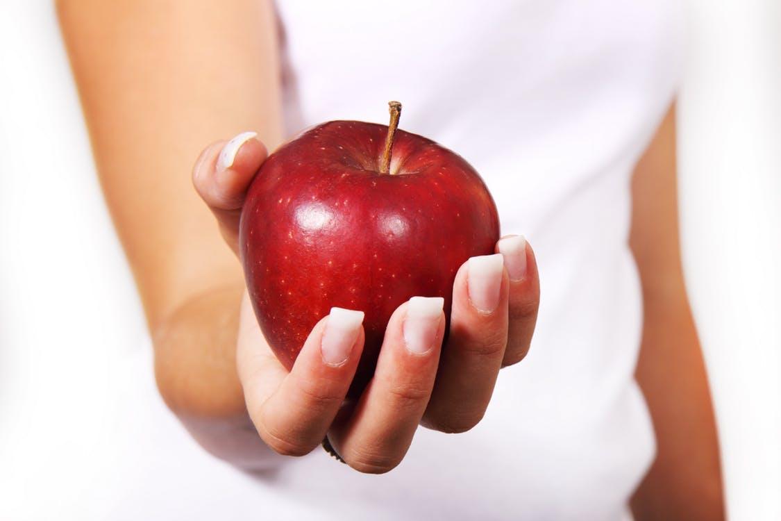 Macchie Di Unto Sulla Pelle le proprietà della mela sulla pelle: eccone 7 - fratelli orsero