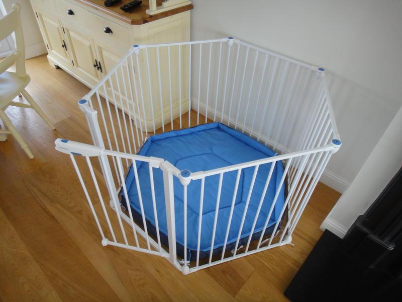 Lindam Safe Secure White Metal Playpen Room Divider Excellent