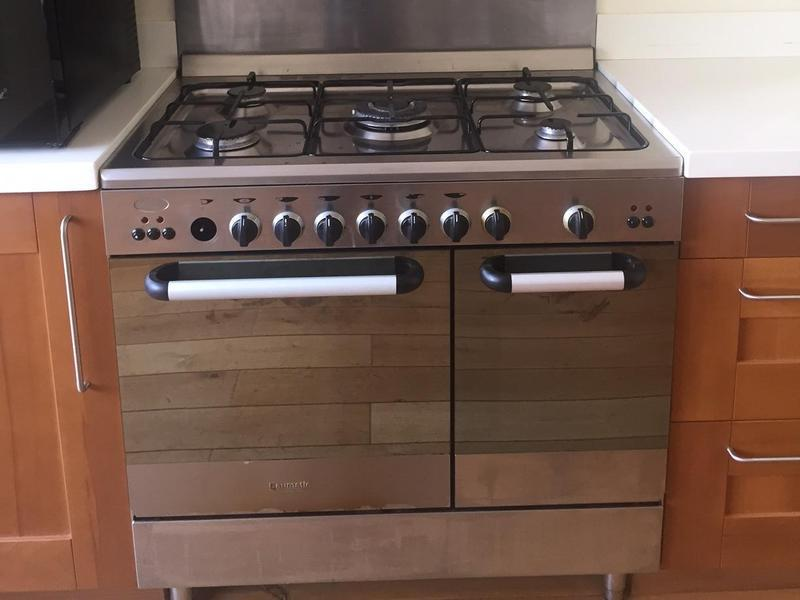 OVEN FOR SALE Baumatic 5 ring gas hob and double electric cooker in Brighton - Expired | Friday-Ad