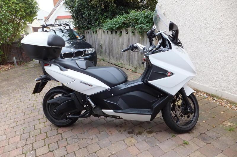 421c894a05f30 Gilera GP800 Twist and Go V-twin 839cc Scooter 2009 White in ...