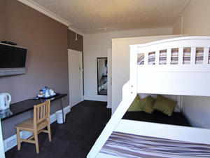 Double Rooms With Private En Suite Bathrooms With Breakfast Included