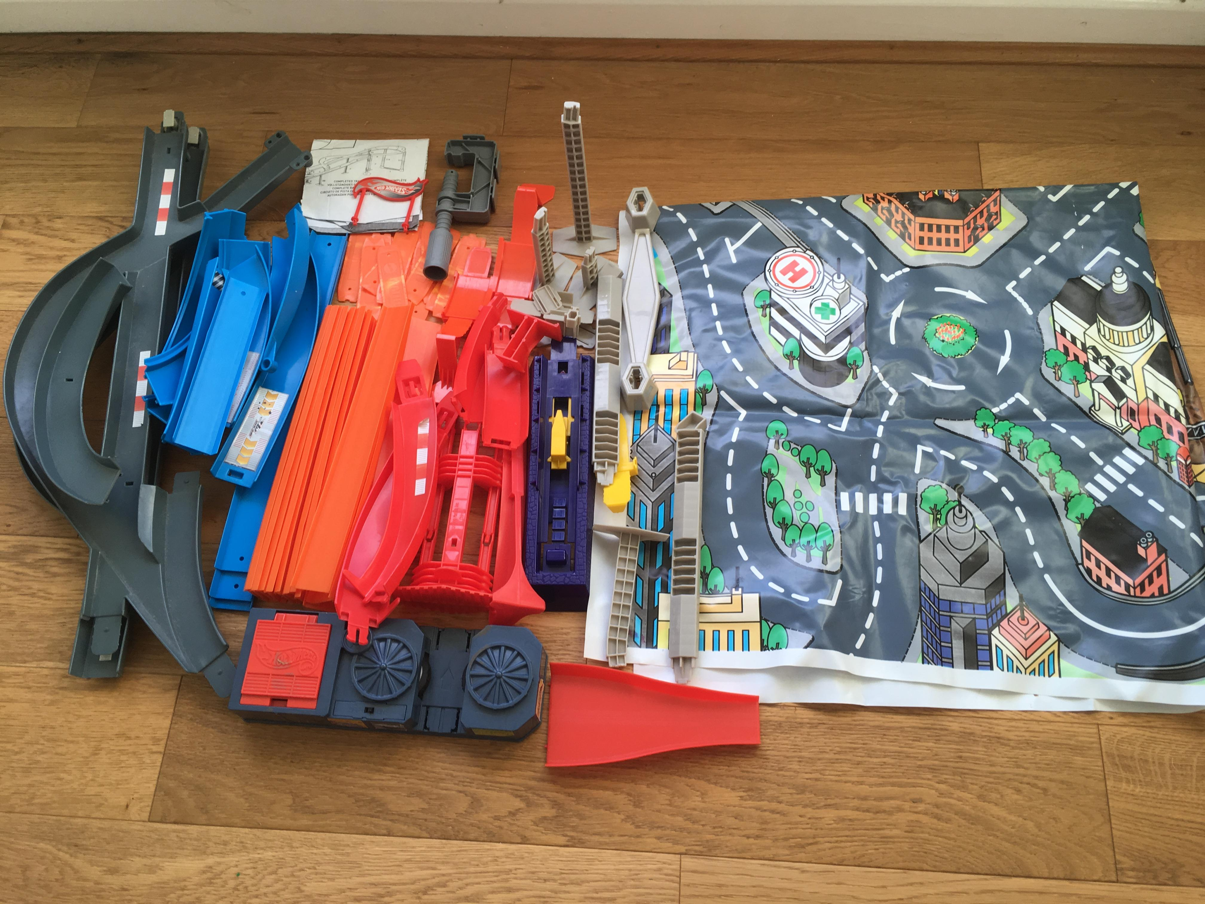 Circuito Hot Wheels : Hot wheels collection track and transporters in brighton sold