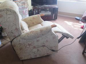 WESTBURY CELEBRITY TILT LIFT ELECTRIC RECLINER CHAIR For ELDERLY DISABLED In Fareham