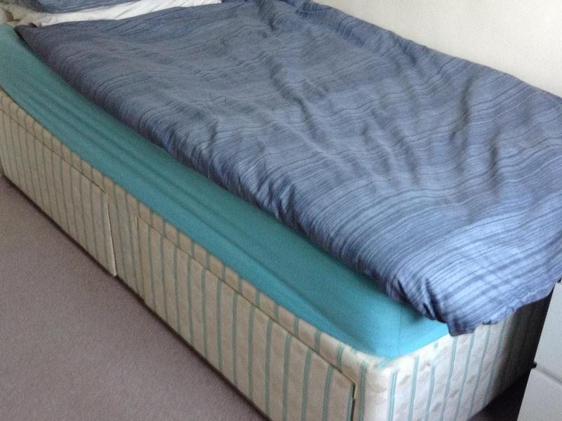 Single divan bed with 2 drawers in hove friday ad for Single divan bed with drawers and mattress