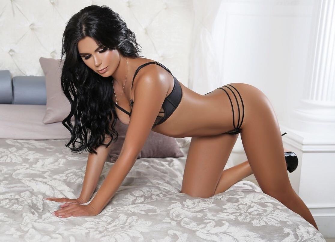 Sexy muscular model