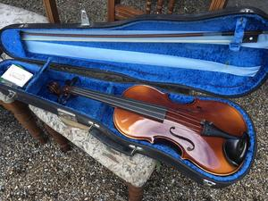 Violin - by Robeti - Incuding Case -  Very Good Condition in Brighton