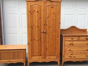 Bedroom Furniture Set In Hailsham