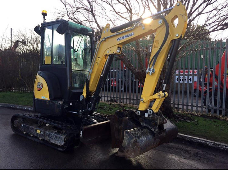 2 7 Ton digger hire with operator - Horley - Expired | Friday-Ad