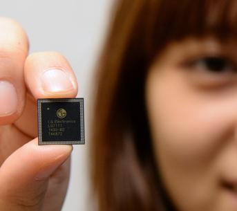 LG  NUCLUN Octa-Core (1.5GHz Quad-Core + 1.2GHz Quad-Core)