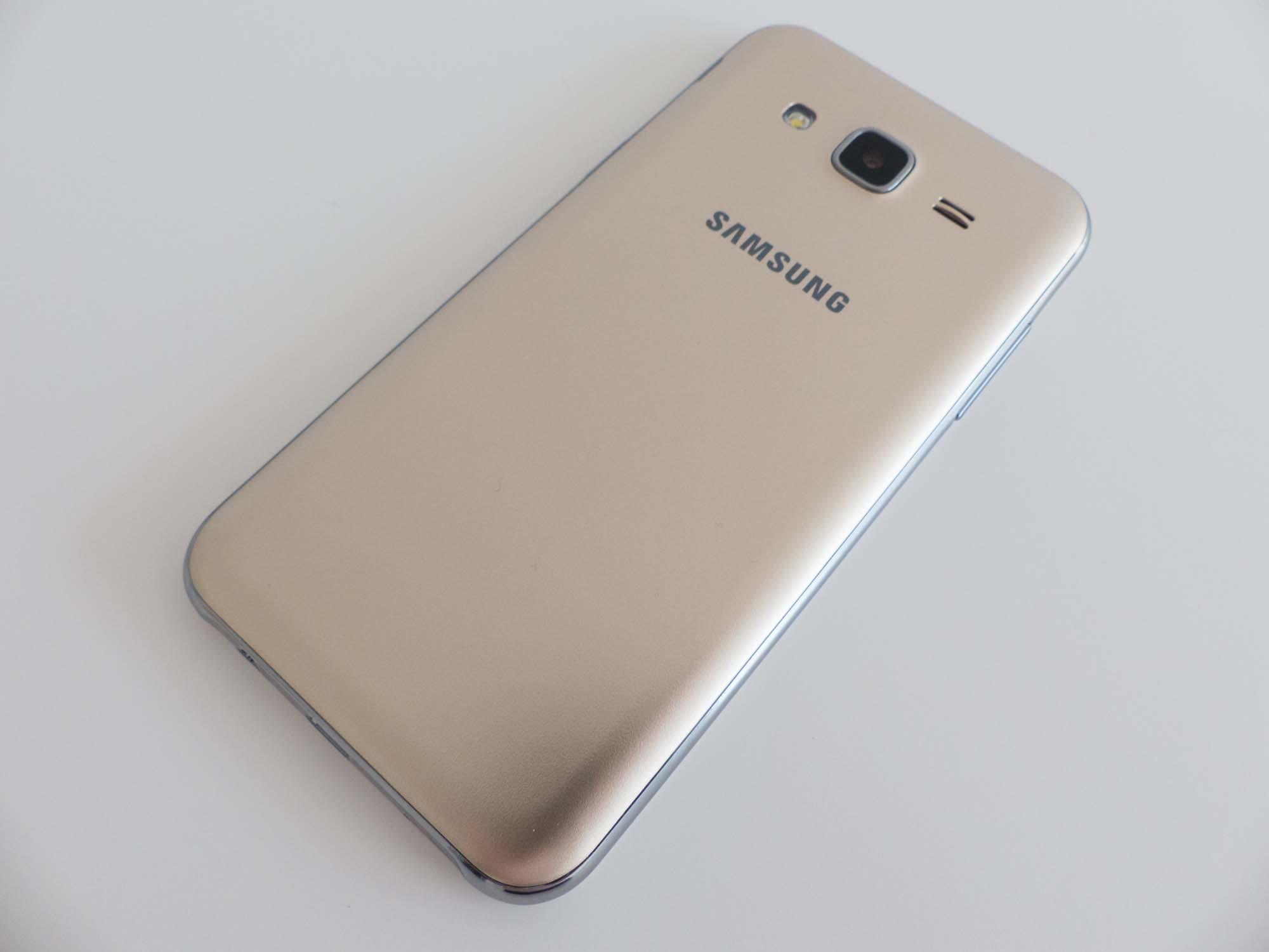 Wyświetlacz – ocena 2 Galaxy J1 i ocena 5 Galaxy J5