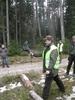 zwycięzca konkurencji w rzucie gumofilcem pokazuje technikę rzutu