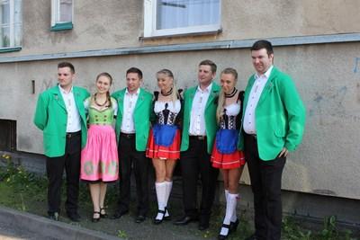 Kabaret Kafliki oraz Claudia i Kasia Chwołka wystąpili podczas Majówki w Gliwicach Łabędach w Karczmie Pod Strzechą.