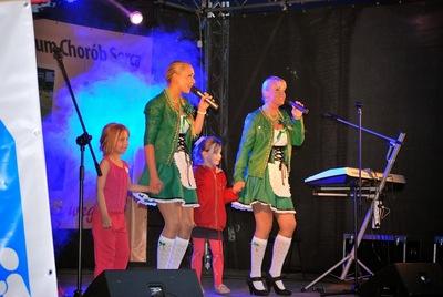 Podczas Festynu bawiły rodzinnie Claudia i Kasia Chwołka