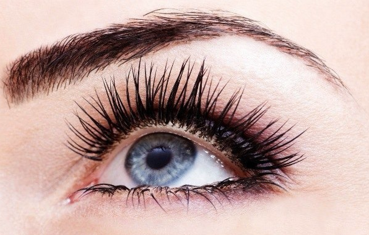 2e7ddf1abf9 A good way to lengthen eyelashes naturally is using home remedies. Olive  oil and coconut oil are both said to length your lashes. Apply overnight  with clean ...