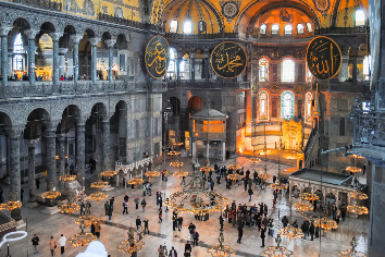Orthodox pilgrims visited the aya sophia mosque in christmas