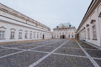 Warsaw, poland - september 29, 2019: royal castle in old town of warsaw, poland