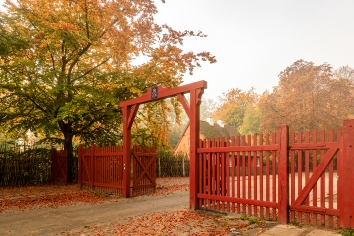 The red gate to jaegersborg dyrehave. this gate is located next to the klampenborg station. autumn colors