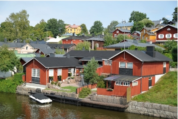 House by the water in porvoo