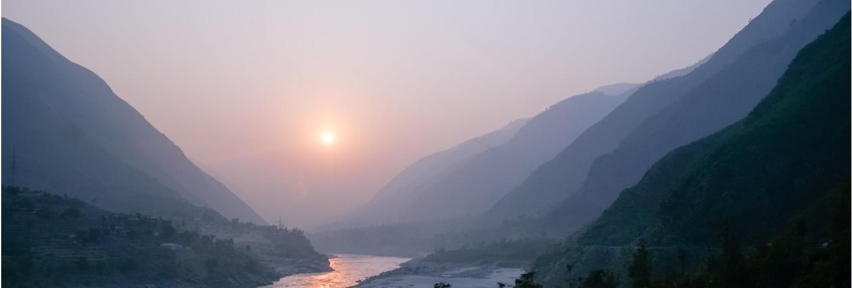 Sunset over indus river and layers of karakoram mountain range, pakistan. Premium Photo