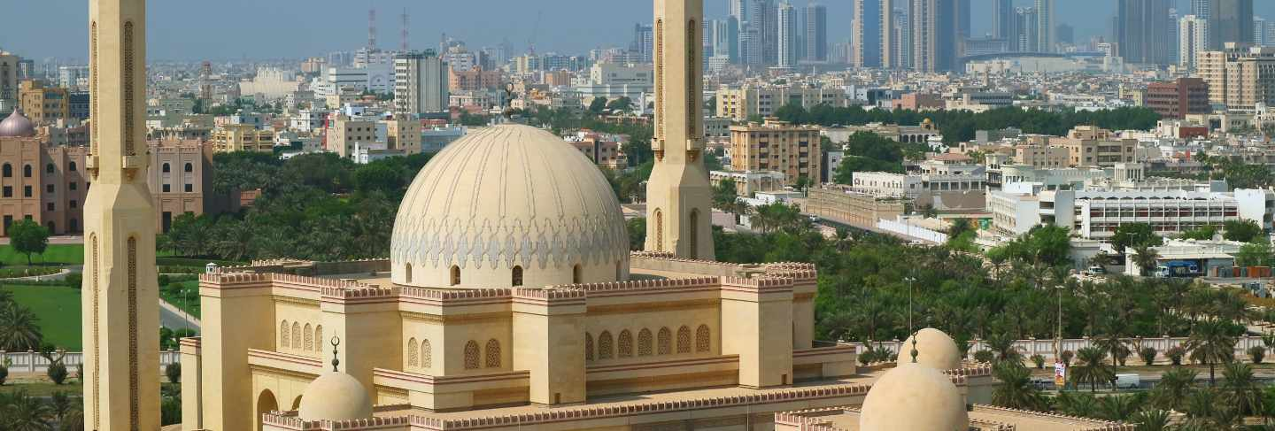Aerial view of al fateh grand mosque in manama, the capital city of bahrain