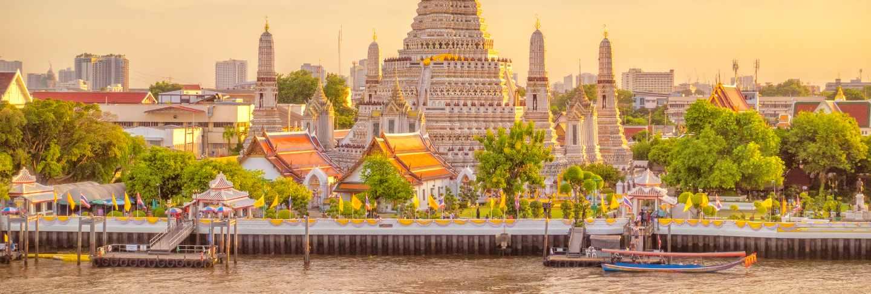 Beautiful view of wat arun temple at sunset in bangkok, thailand