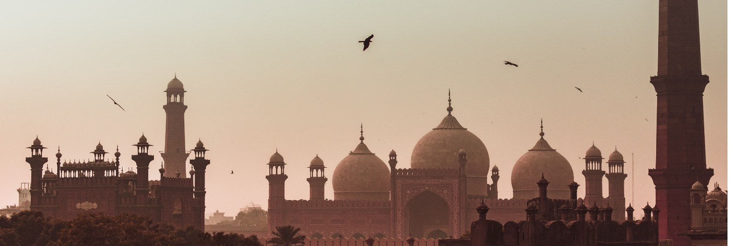 Sunset view badshahi mosque lahore city