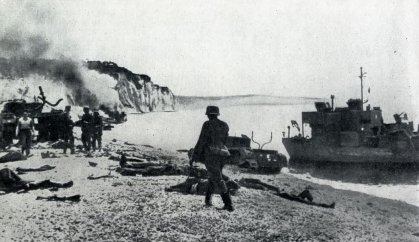 German soldiers are inspecting a landing beach at Dieppe