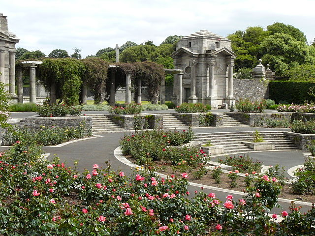 Irish National War Memorial Gardens, Dublin, Ireland, left view setting of the circular Rose Gardens. Image: Wikipedia: PD-release