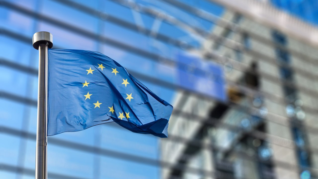 Currency Roundup - Euro Slips Despite Macron Win