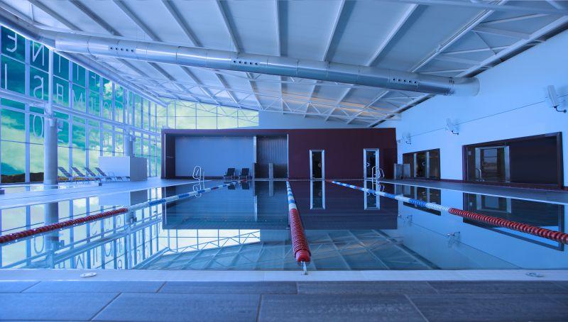 Los mejores gimnasios con piscina interior en madrid for Piscina ciempozuelos