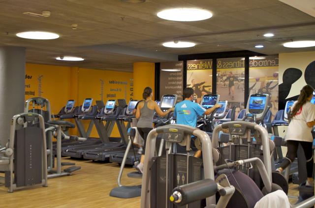 Oferta gimnasio paidesport torre picasso madrid gymforless for Gimnasio 4 caminos
