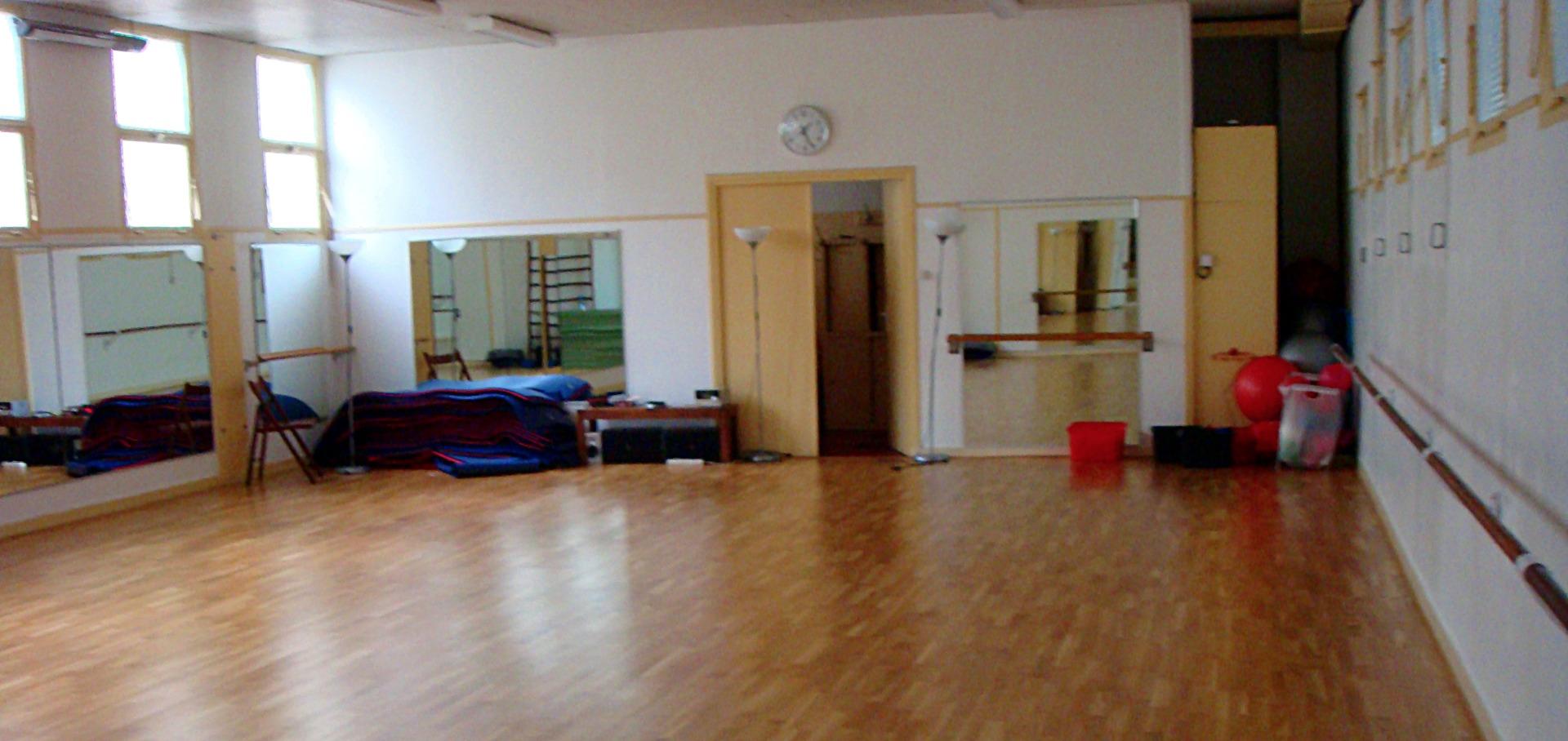 les meilleurs tarifs pour le centre salle pelleport paris sport club paris. Black Bedroom Furniture Sets. Home Design Ideas
