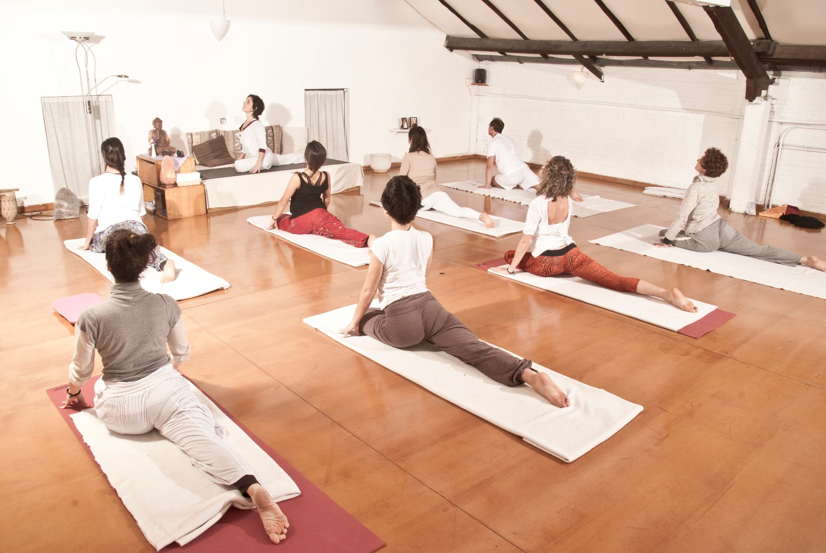 Foto 1 Oferta Gimnasio Happy Yoga Central Barcelona - GymForLess
