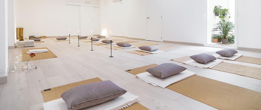 Dhana Escuela de Yoga