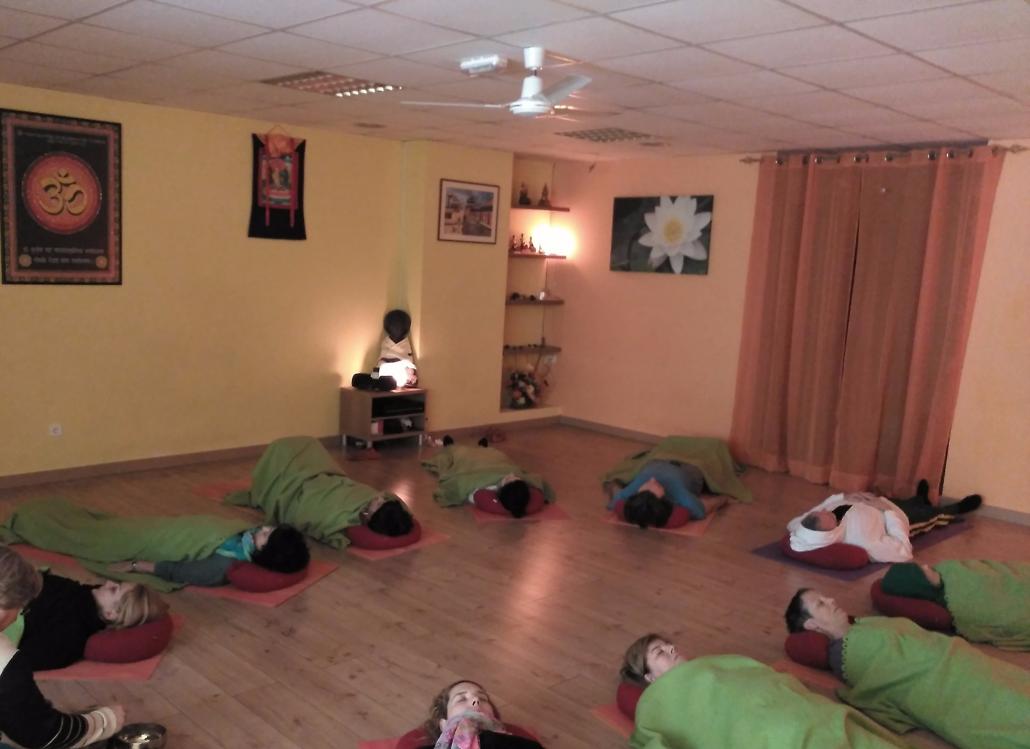 Foto 1 Oferta Gimnasio HELIOS Centro de Yoga Castelldefels - GymForLess