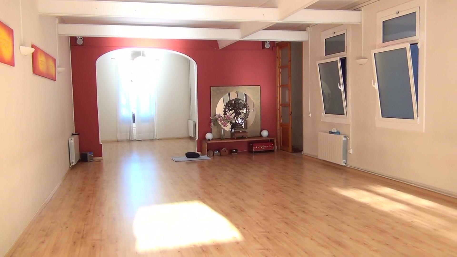 Foto 0 Oferta Gimnasio Yoga Studio Barcelona Barcelona - GymForLess