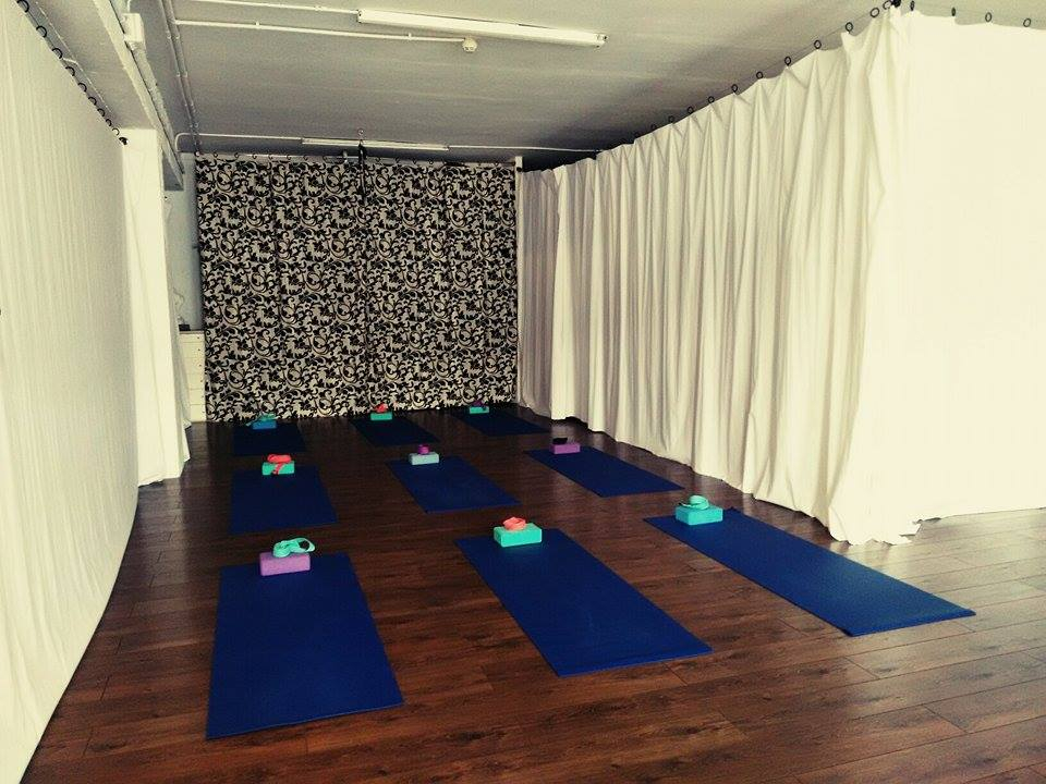 Foto 2 Oferta Gimnasio Moksha Yoga Barcelona - GymForLess
