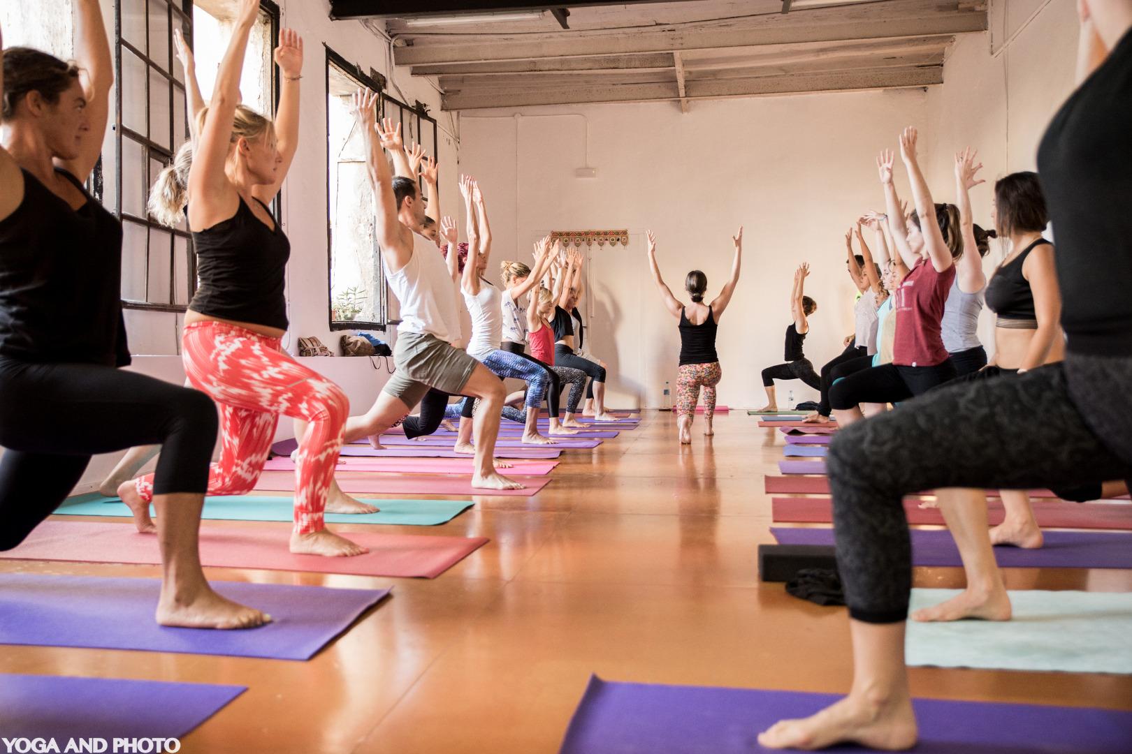 Foto 1 Oferta Gimnasio Yoga Lab BCN Barcelona - GymForLess