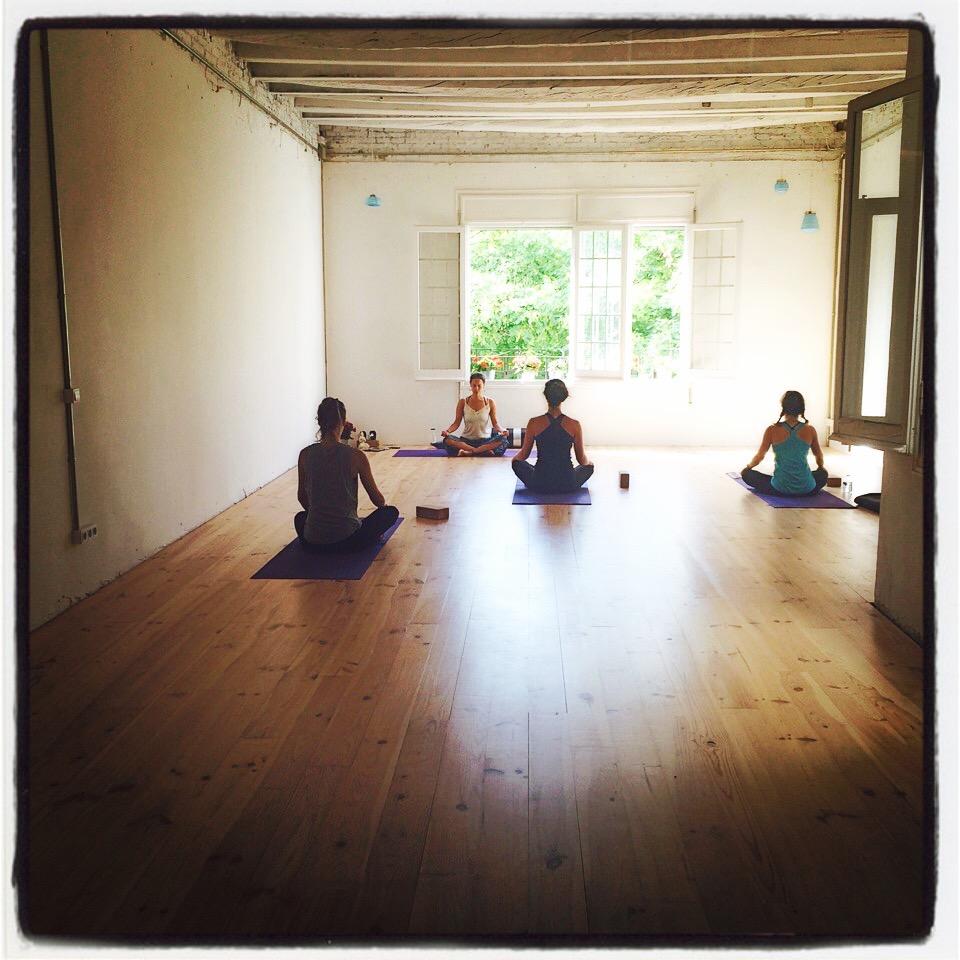 Foto 1 Oferta Gimnasio Yoga con Gracia Espacio Norte Barcelona - GymForLess