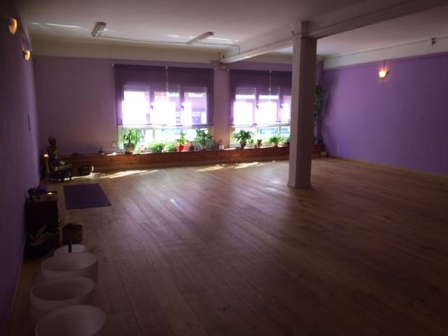 Foto 1 Oferta Gimnasio Kaivalya Escuela de Yoga Barcelona - GymForLess