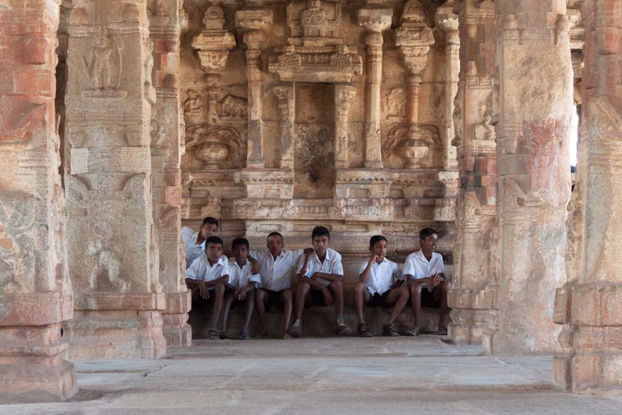 hampi the land of temples 2018-9-19 hampi är en by i södra indien med ruinerna i hampi, ett världsarv som utpekats av unesco [2] området som täcker 27 km² omfattar över 500 monument [ 3 ] i ruinstaden vijayanagara i delstaten karnataka i indien.