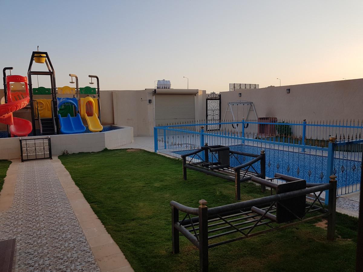 شاليه بألعاب أطفال وجلسه خارجيه ركن شواء الرياض حي الرمال