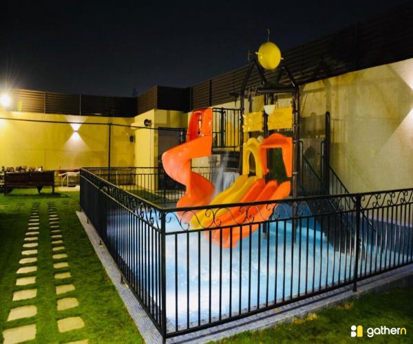 شاليه بمسبح و ألعاب مائية (5)