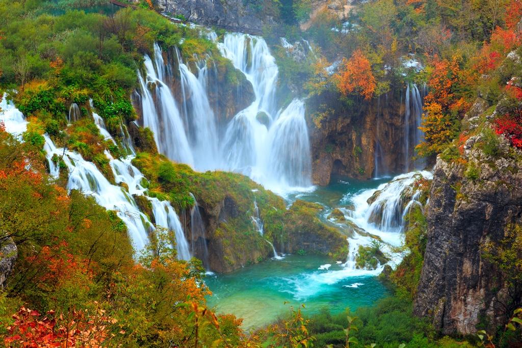Autunno ai laghi di plitvice il parco nazionale in croazia for Disegni di laghi