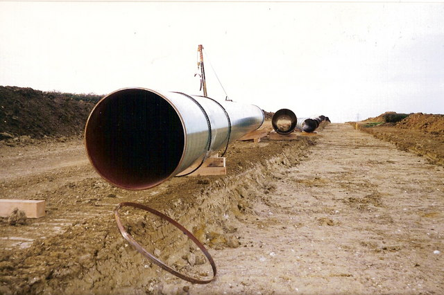 Gas_Pipeline_-_geograph.org.uk_-_1036695