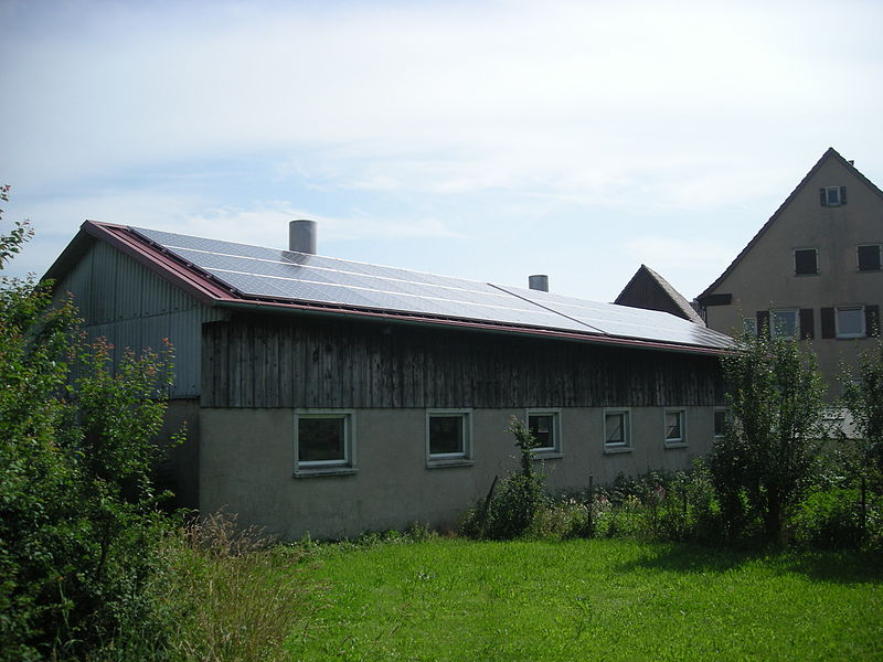 800px-Gaugshausen_Jul_2012_7_(solar_powered_building)