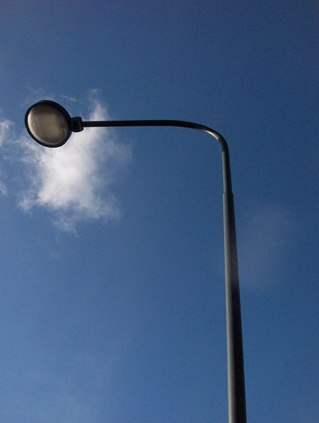 451px-Street_light_near_Plantskoleområdet_in_spring_2008-1