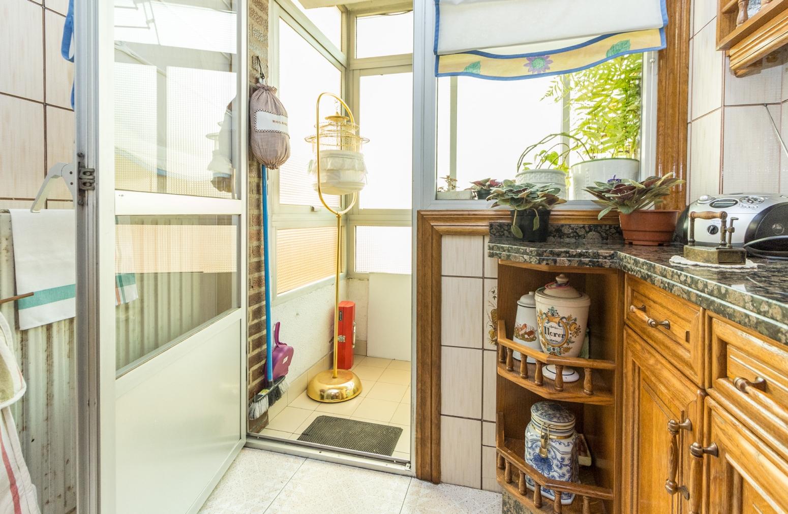 Detalle terraza en cocina.